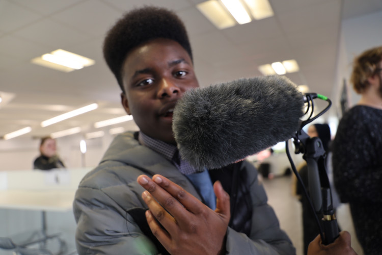 Student with microphone equipment (photo)